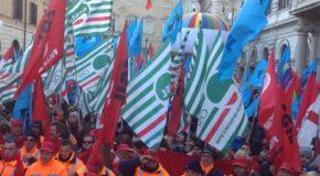 SCIOPERO EDILIZIA, DECINE DI MIGLIAIA DI MANIFESTANTI IN TUTTA ITALIA